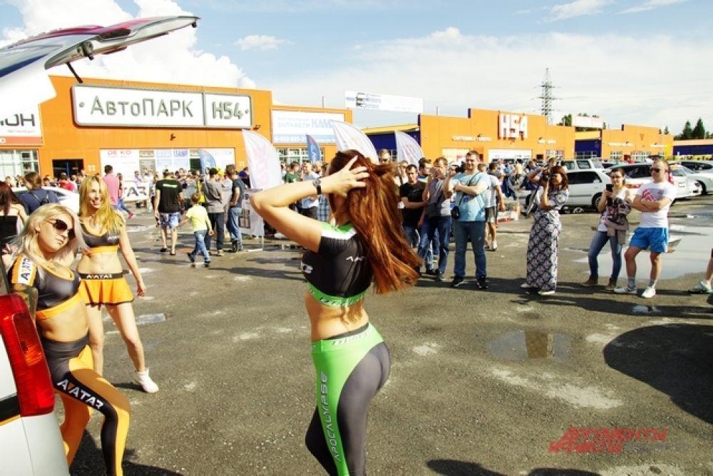 Зажигательные девушки танцевали под мощные треки вместе с участниками