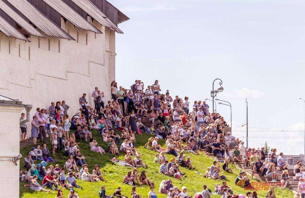 Зрелищное мероприятие собрало в столице Татарстана несколько десятков тысяч зрителей.