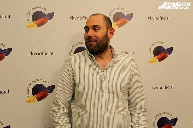 Семен Слепаков признался, что судить команды ему не сложно, уже по реакции зала можно понять, кто лучший.