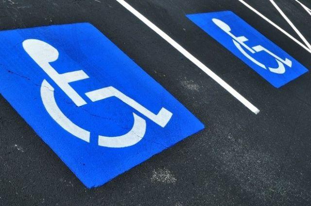 Порошенко подписал закон озащите прав людей сограниченными возможностями набесплатную парковку