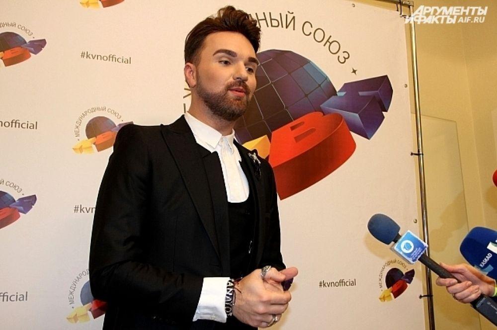 Певец, финалист шоу «Голос» Александр Панайотов признался журналистам, что с детства мечтал попасть в жюри КВН.