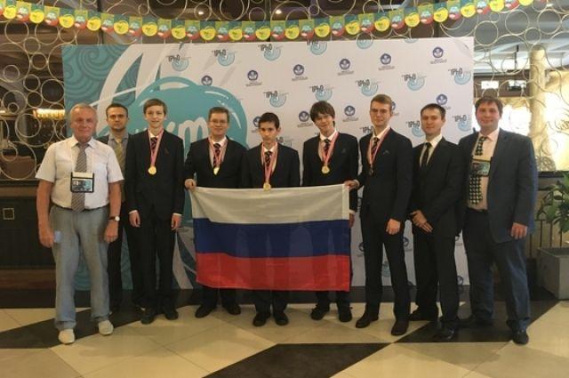 Василий и его товарищи по команде показали лучший результат на школьных Олимпиадах по физике за последние годы