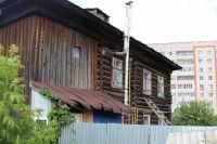 Эта деревянная ижевская двухэтажка по ул. Живсовхозной, 10 — построена ещё до войны, в 1930 г.