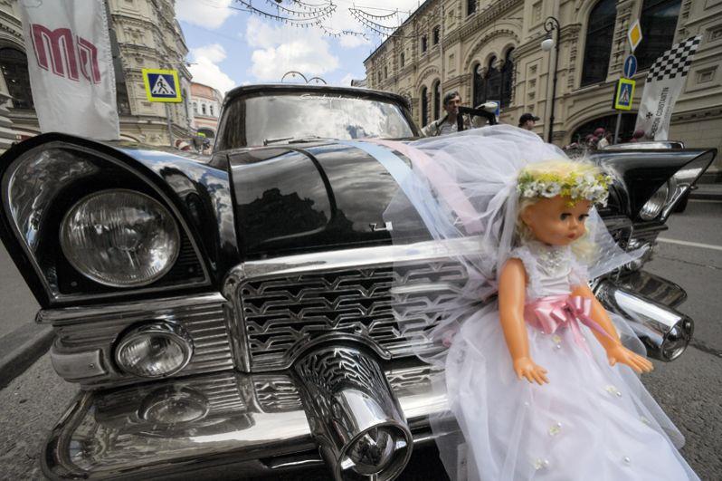 Легковой автомобиль ГАЗ-13 «Чайка».