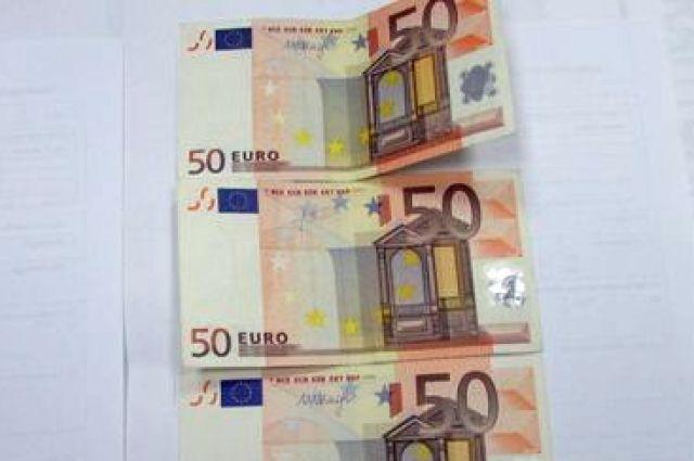 Россиянин пытался незаконно вывезти в Литву более двух тысяч долларов.