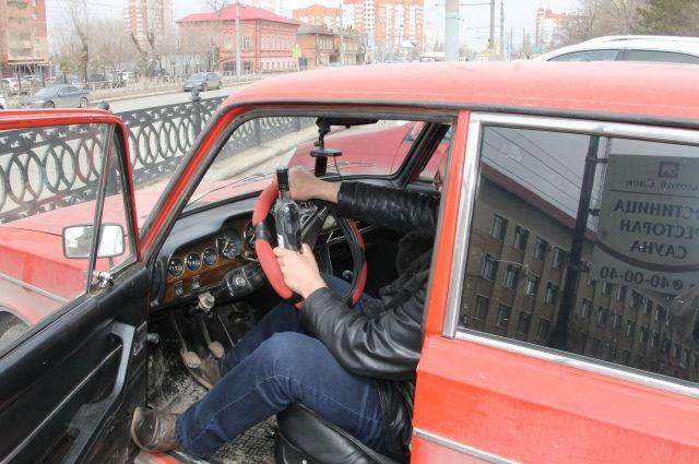 В Салехарде пьяный водитель протаранил три машины, в том числе патруля ДПС