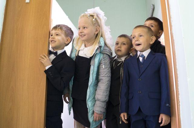 Дети с радостью становятся тьютерами на семейном фестивале в школе № 114.