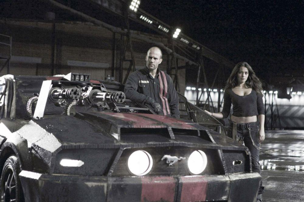 «Смертельная гонка» (2008) — автогонщик Дженсен «Франкенштейн» Амес.