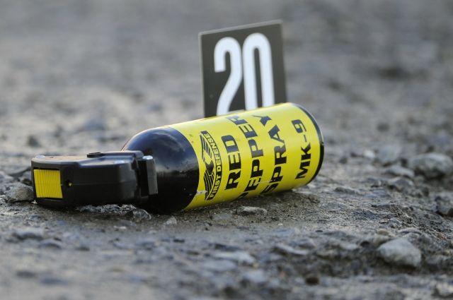 Рядом с телом найден газовый баллончик.