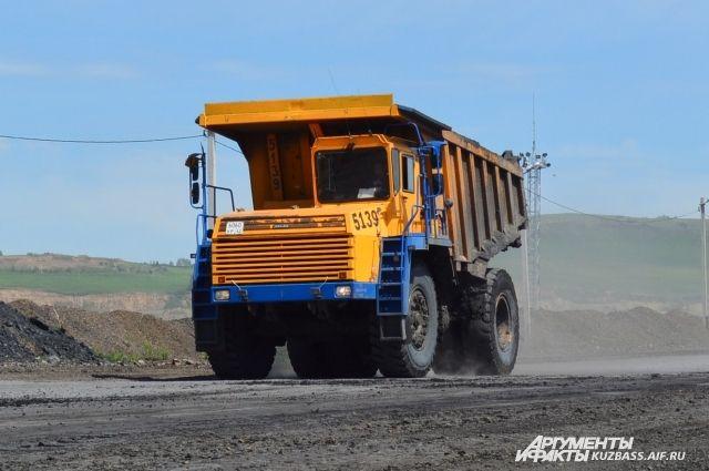 Средняя зарплата горняка в этом году стала выше средней в финансовом секторе и составила 49 402 рубля.