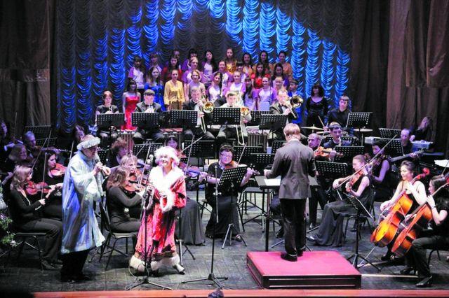 Современный оркестр выступает с фантазией.