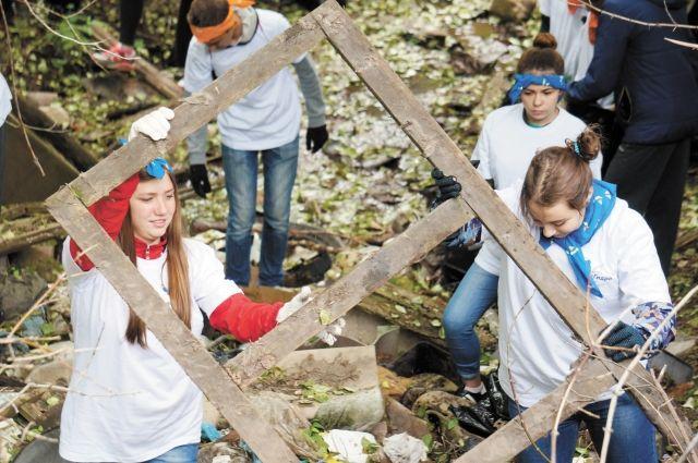 В Ноябрьске экодружина собрала почти 400 тонн мусора