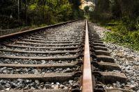 В Кемеровской области «КамАЗ» врезался в поезд на железнодорожном переезде.