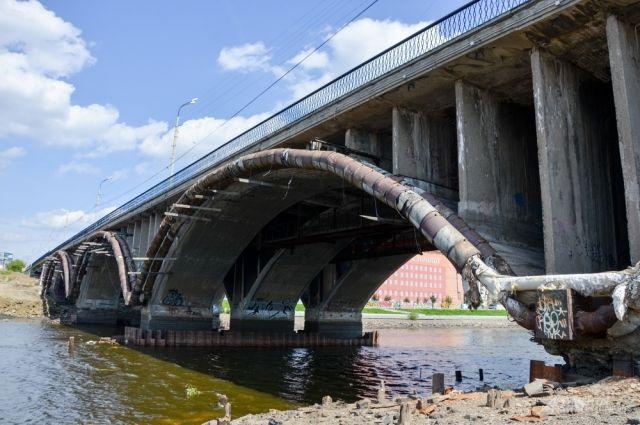Генпрокуратура узнает, откуда взялось пятно наГородском пруду Екатеринбурга