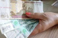 Женщина списала деньги со счёта клиента и забрала их себе.