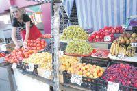 Среди фруктов по доступной цене пока только заморские бананы.