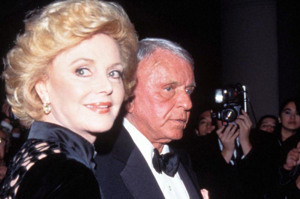 Фрэнк Синатра и его жена Барбара в Лос-Анджелесе, 1996 год.
