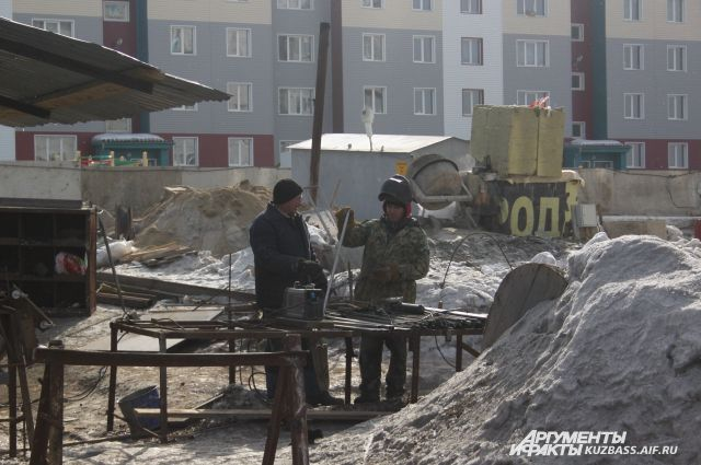 В Новом Уренгое проинспектировали на безопасность стройки