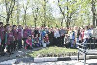 В закладке аллеи в Парке Памяти в Белгороде участвовало около 400 человек.