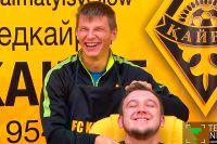 Андрей Аршавин бреет блогера Петра Воликова.