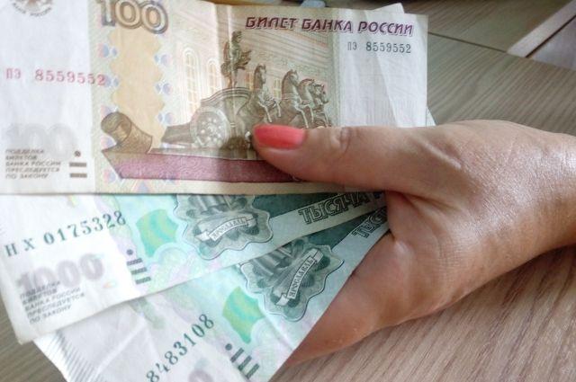 Женщина  регулярно похищала деньги из кассы.