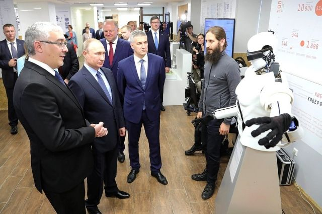 Путин протестировал разработанный в РФ браслет для измерения уровня стресса