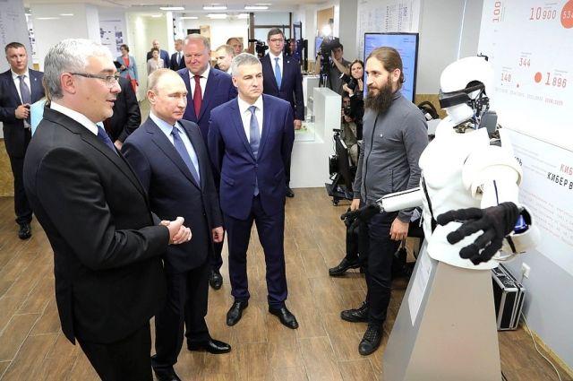 Путин посетил в Петрозаводске выставку в IT-парке