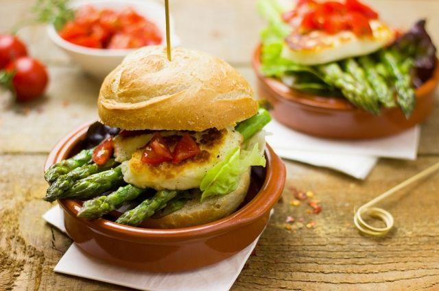 Многие уважаемые рестораны включили «кулинарный бестселлер» в свои меню.