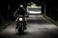 Мотоциклист скрылся с места аварии.