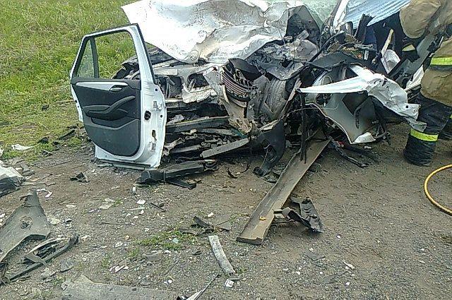 Вжестком ДТП наалтайской трассе погибли женщина идвое детей
