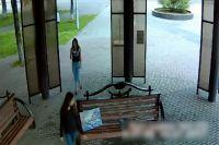 В Новокузнецке разыскивают девушек, которые сожгли пианино в «Арт-сквере».