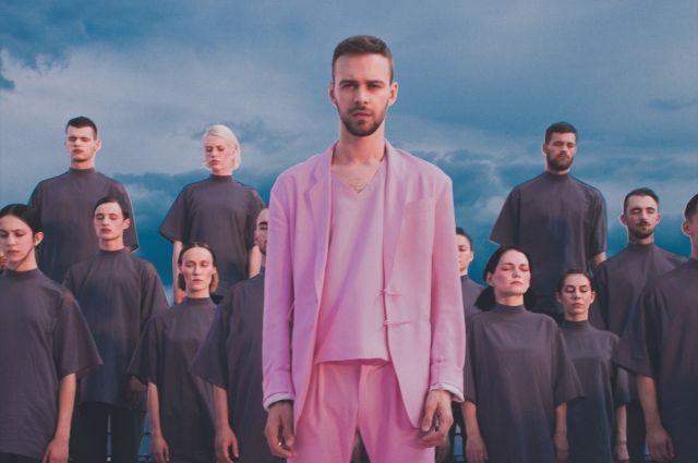 Вweb-сети интернет обсуждают новый клип Макса Барских— Стая розовых фламинго