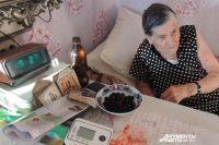 Нина Яковлевна пока в основном лежит.