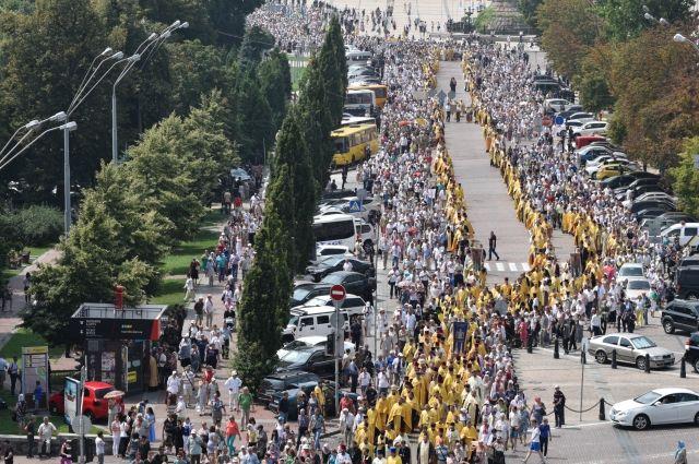Накрестный ход вКиеве собрались неменее 6000 человек и3500 полицейских
