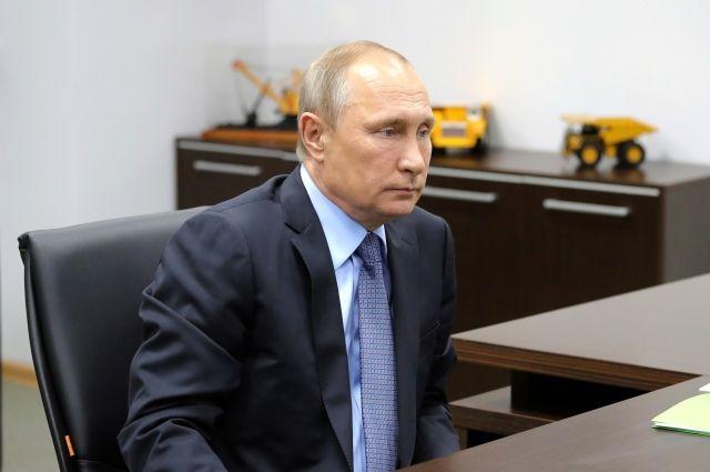 Путин распорядился провести в Петербурге Главный военно-морской парад