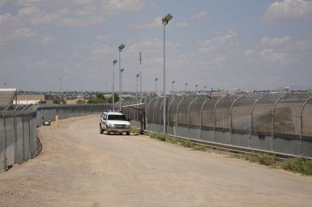 Конгресс США принял закон о строительстве стены на границе с Мексикой