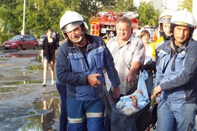 ВКургане полыхает общежитие. Люди эвакуированы
