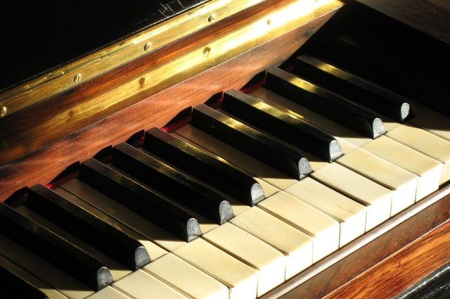В Новокузнецке на месте сожжённого фортепиано появилось новое.