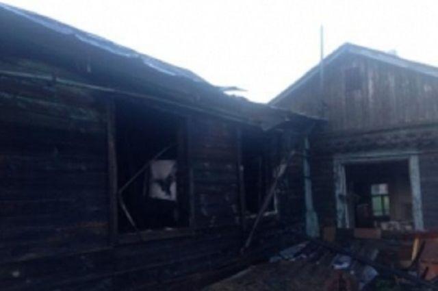 Огонь уничтожил дом.