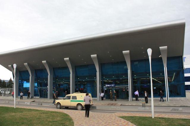 Террористы заставили водителя автобуса приехать в аэропорт Минвод (на фото) и там ждали свой вертолет