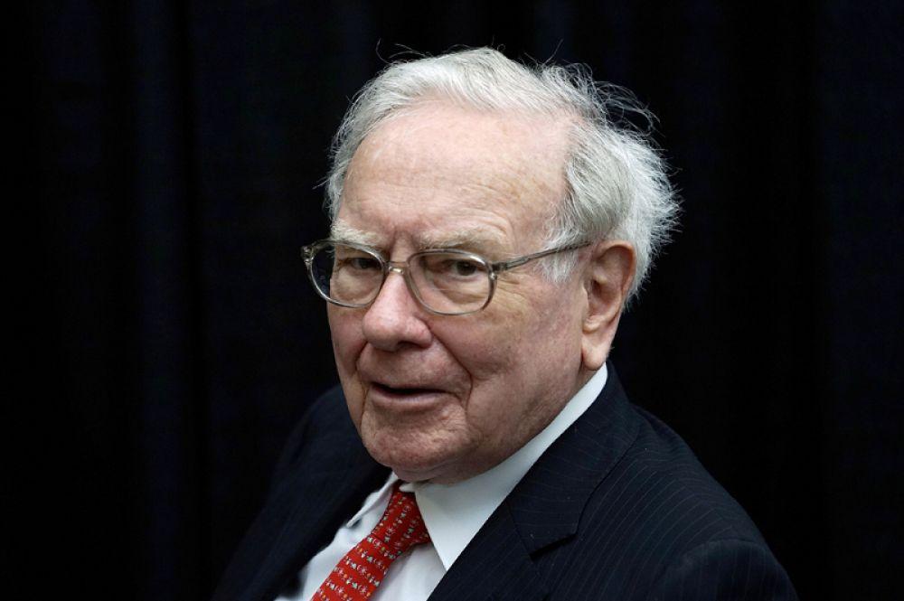 Американский предприниматель и инвестор Уоррен Баффет на четвертом месте, его состояние оценивается в 74,4 миллиарда долларов.