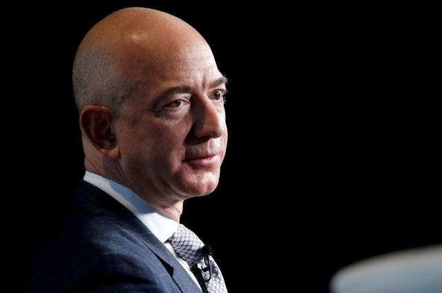 Основатель Amazon за сутки лишился звания самого богатого человека в мире