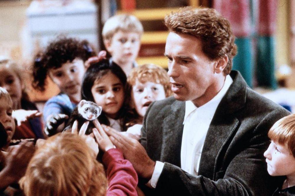В комедии «Детсадовский полицейский» (1990) актёр исполнил роль детектива Джона Кимбла, которому пришлось стать воспитателем.