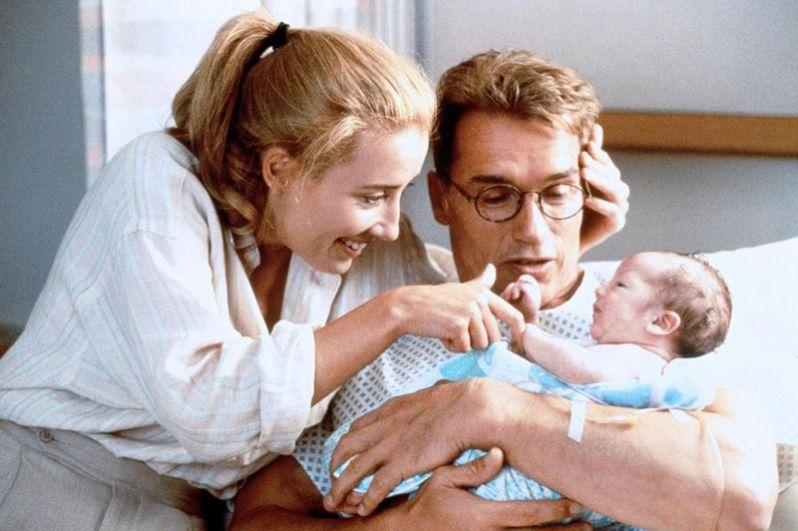 В 1994 году Шварценеггер принял участие в съёмках фильма «Джуниор», где ему досталась роль доктора Алекса Хесса, который испытал на себе беременность и роды.