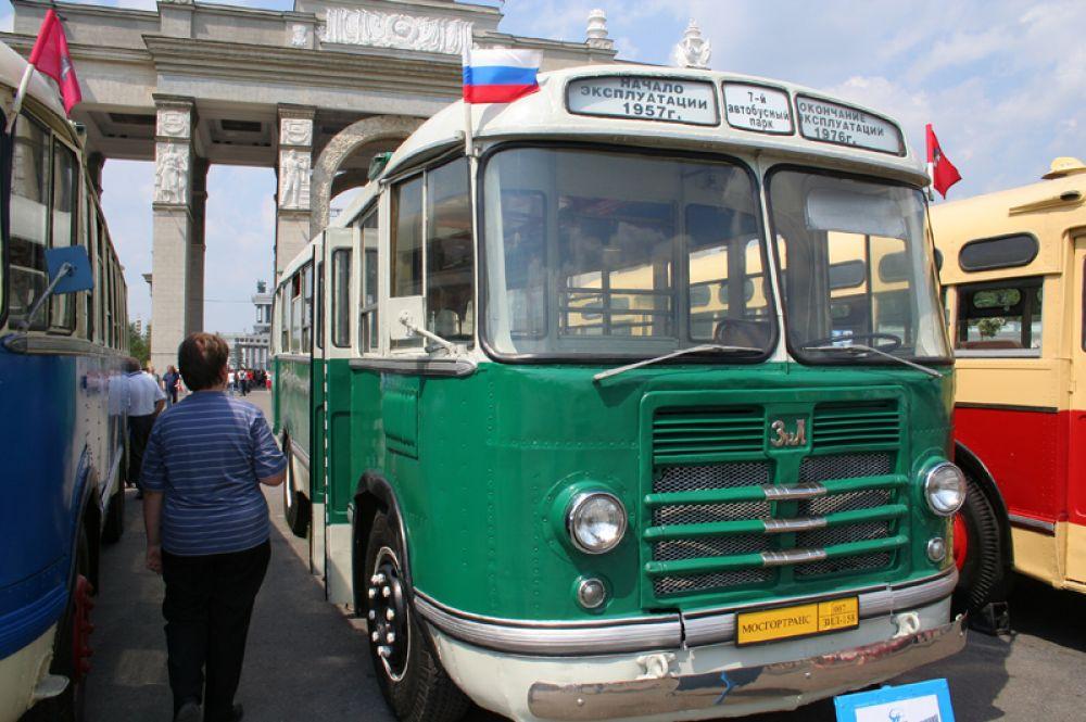 Осенью 1957 года на улицах города появился автобус ЗИЛ-158, который представлял собой дальнейшую модернизацию автобуса ЗИС-155.