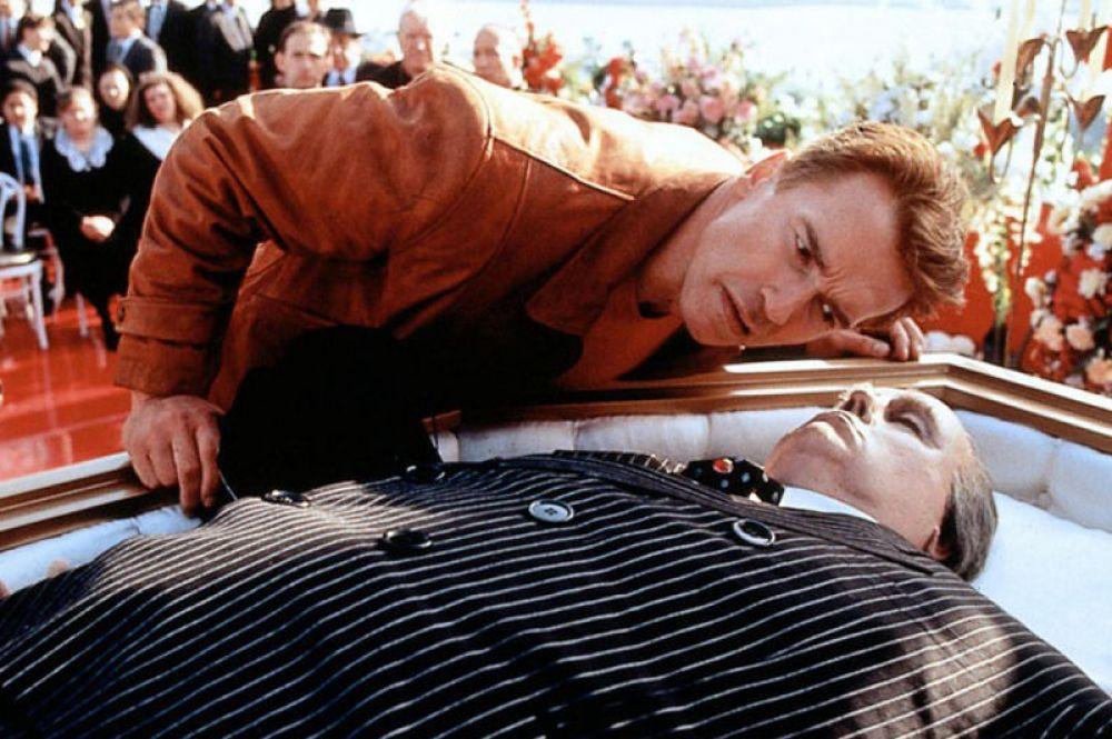 Комедия «Последний киногерой» (1993) становится пародией Арнольда на самого себя и свой образ «терминатора».