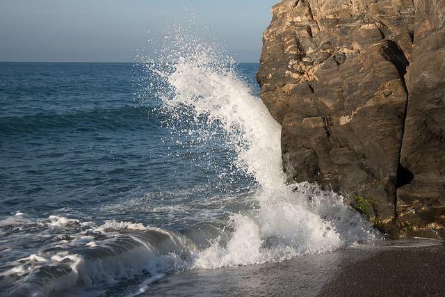 Утонувшее в Крыму судно вышло в море во время шторма.