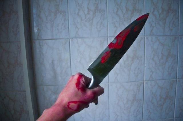 Женщина поссорилась с сожителем во время пьянки и ударила его ножом.