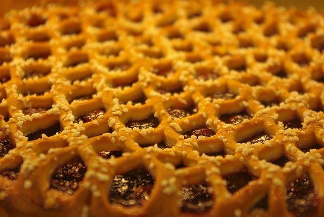 На Кузбассе испекли пятнадцатиметровый вишневый пирог.
