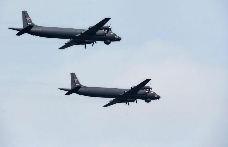 Самолеты Ил-38Н во время главного военно-морского парада в честь Дня Военно-Морского Флота России в Санкт-Петербурге.
